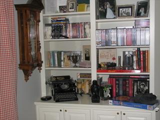 Mystery_bookshelf