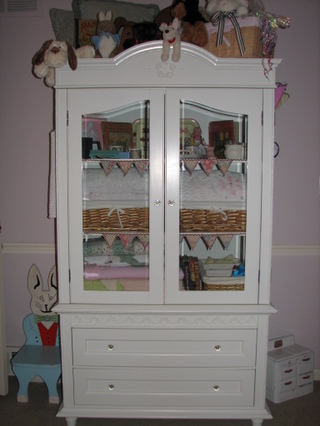 Armoire_in_evys_room