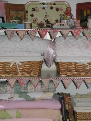 Close_up_of_bunting